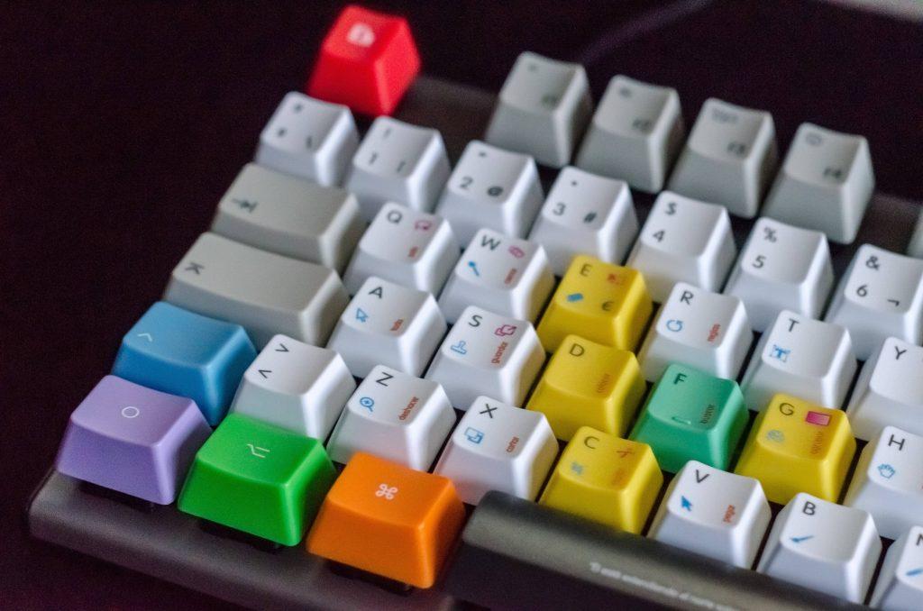 tastiera del computer colorata